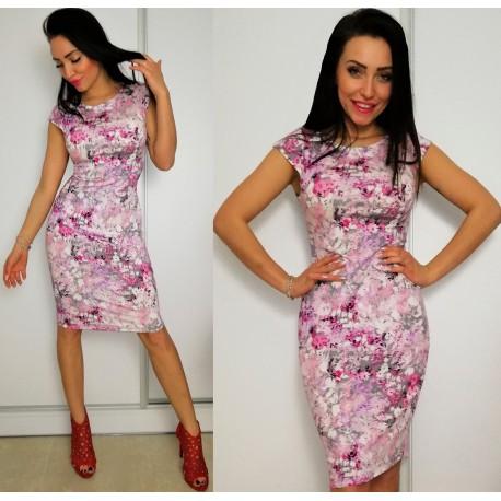 Sukienka w różowe kwiaty - piękna wiosenna i kobieca